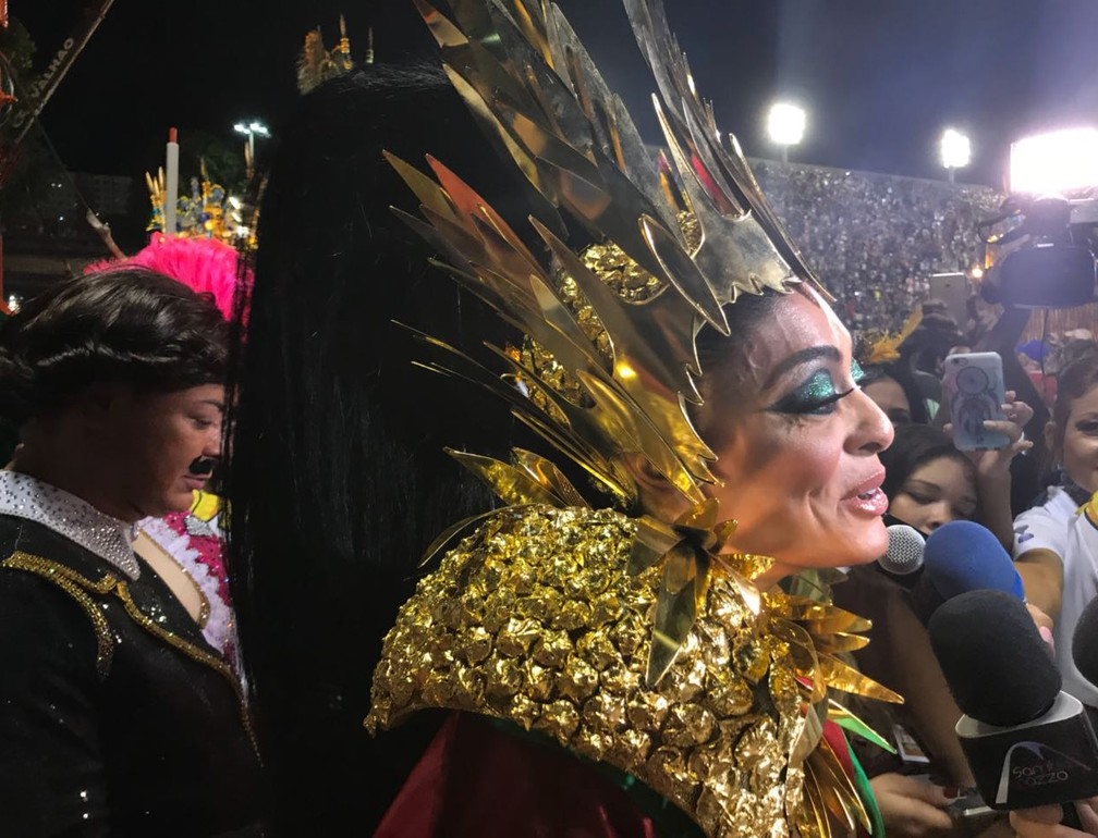 Juliana Paes desfila na Grande Rio (Foto: G1 Rio)