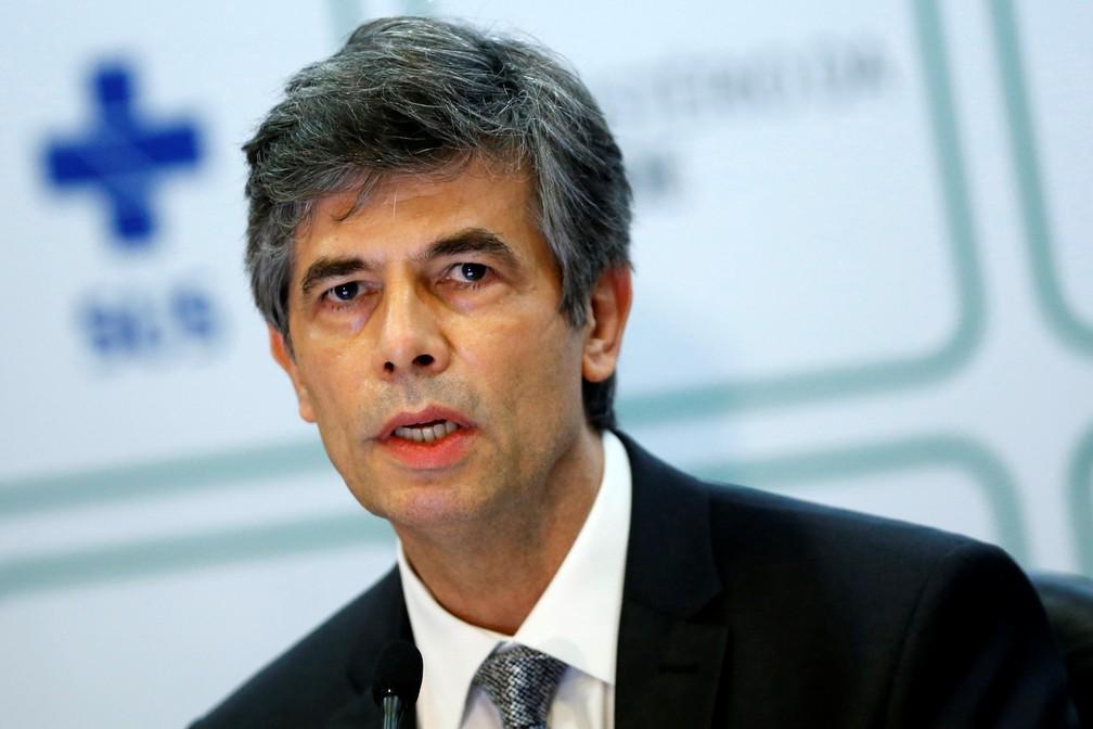 Nelson Teich durante discurso após pedir demissão do Ministério da Saúde — Foto: REUTERS/Adriano Machado
