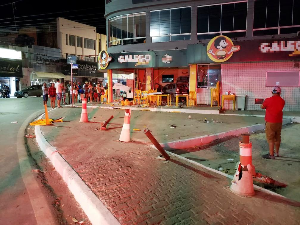 Acidente aconteceu na madrugada deste domingo (25) — Foto: Ivonaldo Braga/Blogbraga