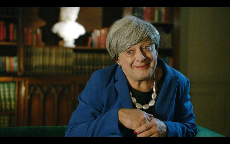 Andy Serkis em sua paródia de Theresa May e Gollum (Foto: YouTube)