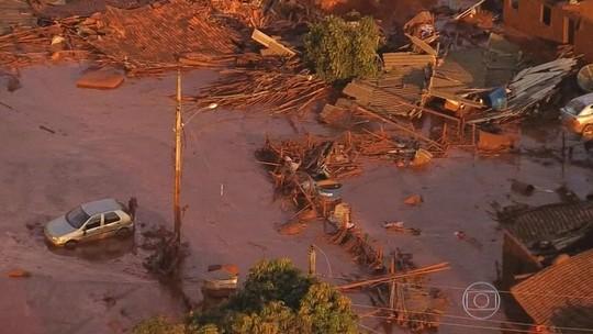 Lama da mineração arrasa cidades no maior desastre ambiental do país