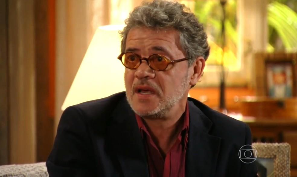 Duque (Jean Pierre Noher) chora por temer que Amaralina (Sthefany Brito) saia da sua vida novamente - 'Flor do Caribe' — Foto: Globo