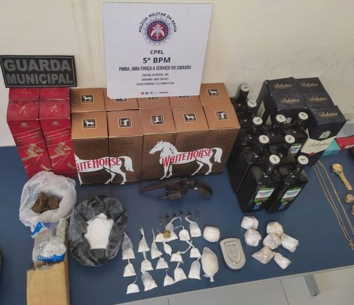 Trio é preso por suspeita de tráfico de drogas e posse ilegal de arma de fogo em Tucano, na Bahia