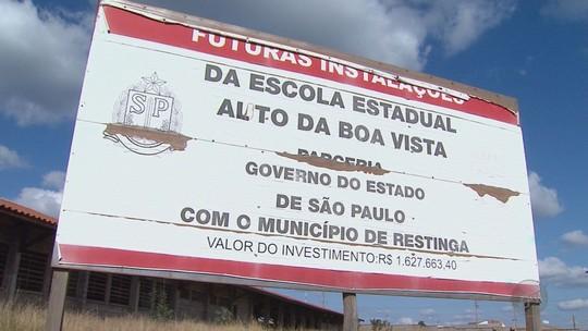 Escola que começou a ser construída em 2010 está abandonada após gasto de R$ 1,3 milhão em Restinga, SP