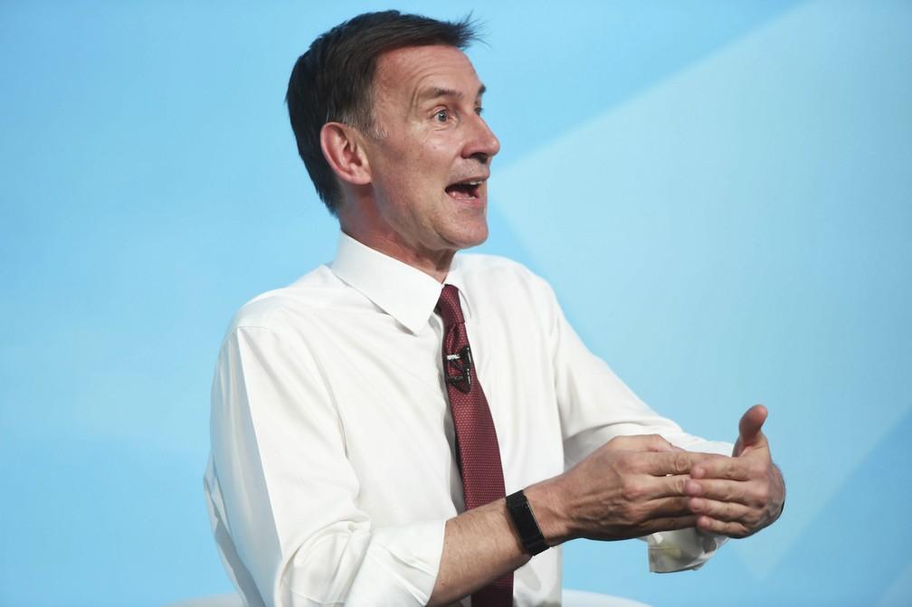 O chanceler britânico, Jeremy Hunt, se distanciou das declarações que supostamente foram feitas pelo embaixador Kim Darroch — Foto: David Mirzoeff / Associated Press