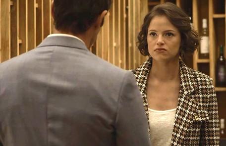 Na sexta (13), Josiane (Agatha Moreira) irá se desesperar ao descobrir que perdeu todo o seu dinheiro Reprodução