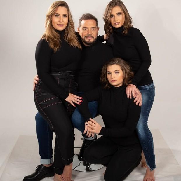 Andréa Sorvetão e Conrado com as filhas, Giovanna e Maria Eduarda (Foto: Guilherme Xavier)