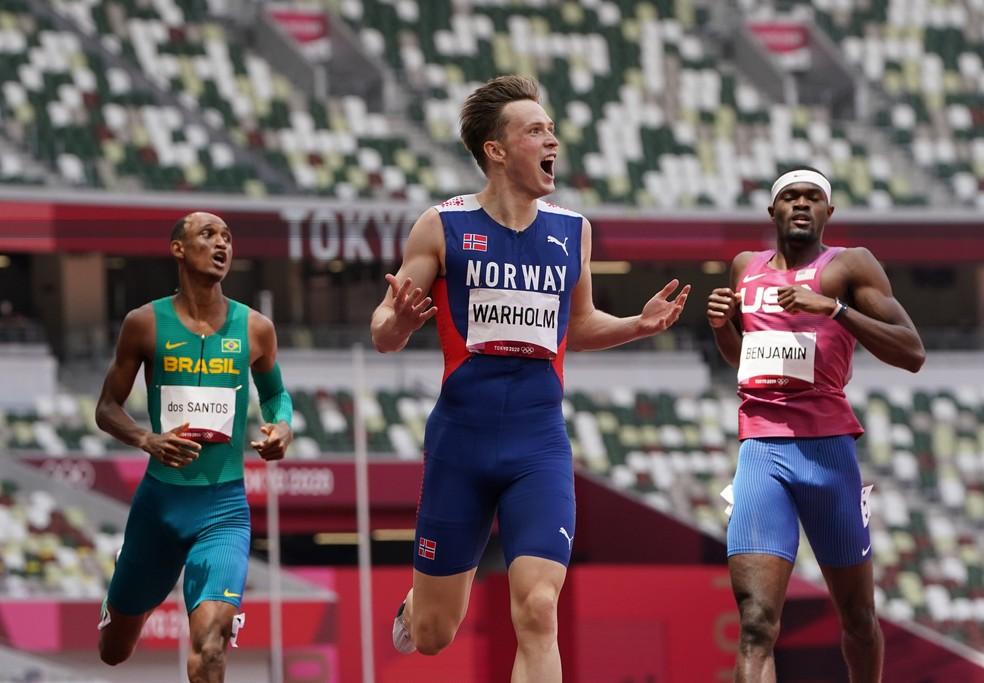 Alison, Karsten Warholm e Rai Benjamin na final dos 400m com barreiras — Foto: REUTERS/Lucy Nicholson
