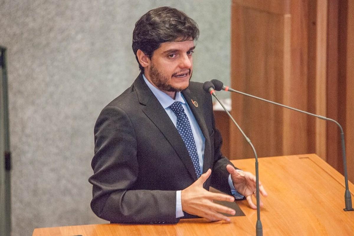 Deputado do DF propõe Semana da Cultura Hétero e justifica: 'já sofri preconceito'