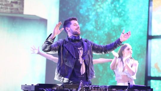'Ding Dong': DJ internacional Alok agita a plateia na disputa musical