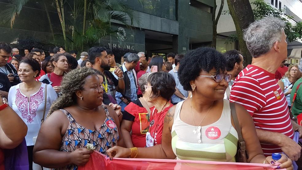 Secretária de Estado da Educação de MG, Macaé Evaristo (PT), e Nilma Lino,  que foi ministra da Secretaria de Políticas de Promoção da Igualdade Racial do governo Dilma (Foto: Raquel Freitas/G1)