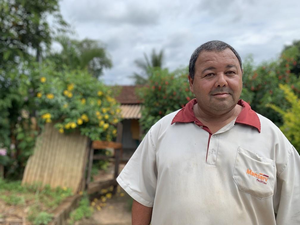 O servente Daniel Francisco Solano está com tudo pronto para ir embora do Córrego do Feijão — Foto: Raquel Freitas/G1