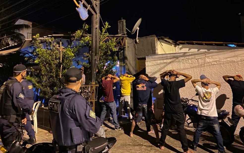 Fiscalização acaba com festa clandestina que acontecia em rua de Goiânia — Foto: Amma/Divulgação