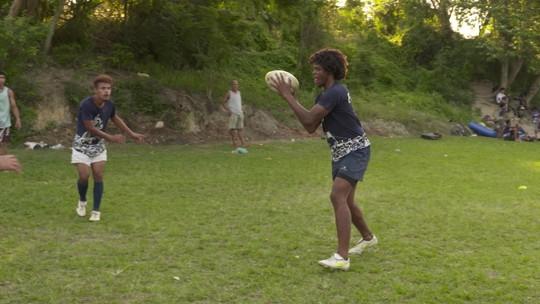 Jovens do Morro do Castro, em São Gonçalo, encontram no rugby uma oportunidade de desenvolvimento social
