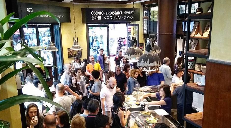 A 89°C Coffee Station lotada: sucesso na Liberdade (Foto: Divulgação)
