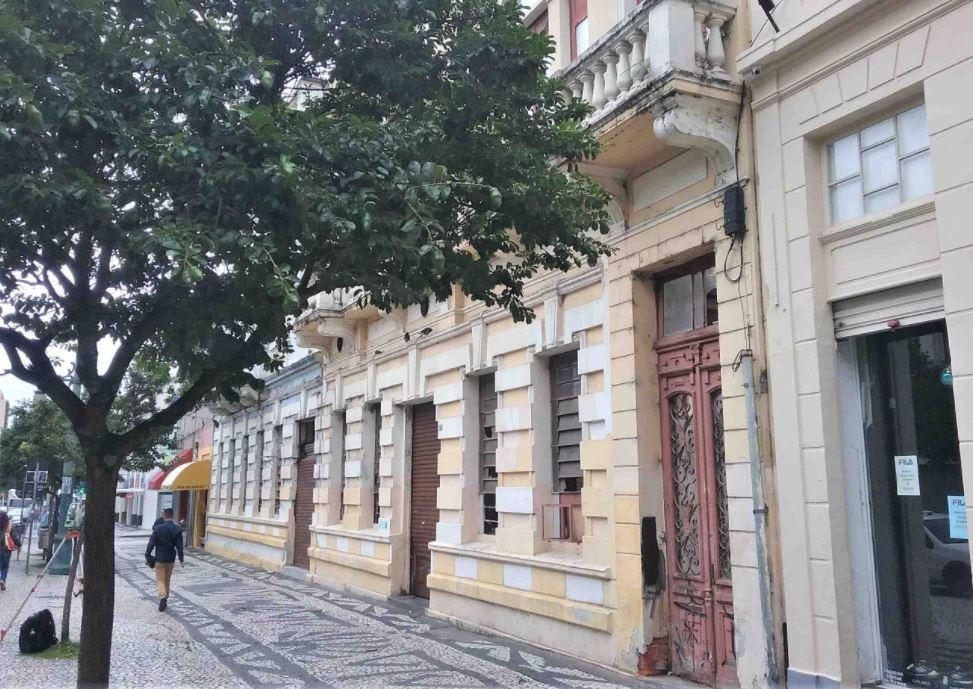 Governo do Paraná divulga edital para leiloar 14 imóveis do estado