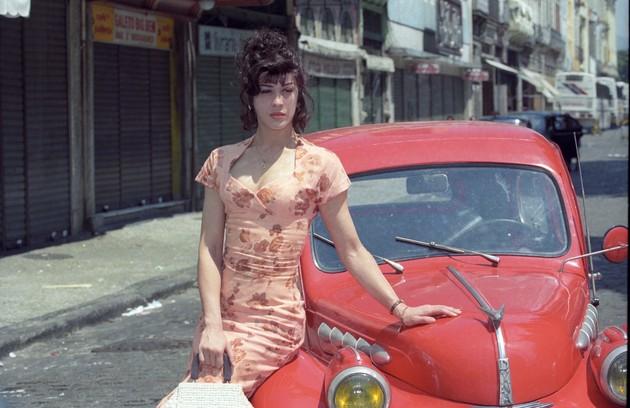 Em 1995, Claudia interpretou Engraçadinha, série baseada na peça de Nelson Rodrigues. Ela protagonizou cenas quentes com Alexandre Borges (Foto: Marcia Foletto / Agência O Globo)