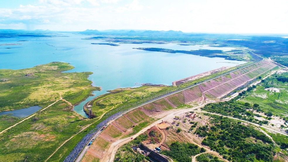 Parede da Barragem Armando Ribeiro Gonçalves, maior reservatório do RN, fica em Itajá, na região Oeste potiguar (Foto: Bruno Andrade)