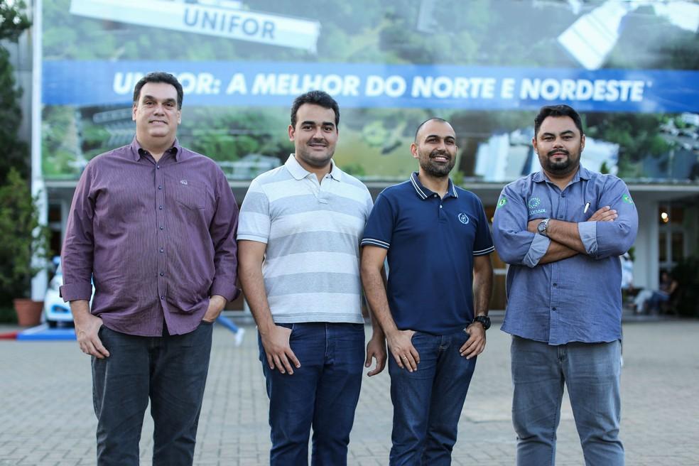 Alguns dos membros da Coodensol: Alexandre Cruz (presidente), José William (aluno de Energias Renováveis e sócio), Paulo Henrique Pereira (professor de Energias Renováveis e associado) e Daniel Diogo (aluno de Energias Renováveis e vice-presidente). (Foto: Ares Soares/Unifor)