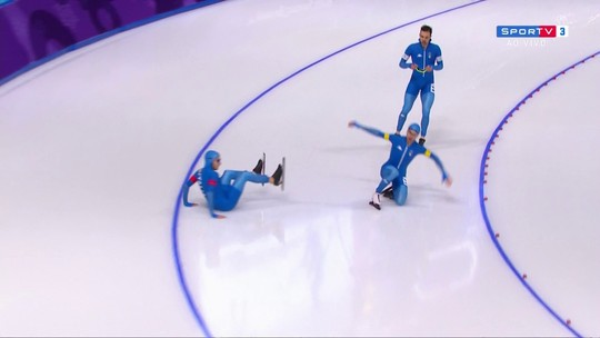 Após fim de prova, italiano cai e corta compatriota com navalha de patins
