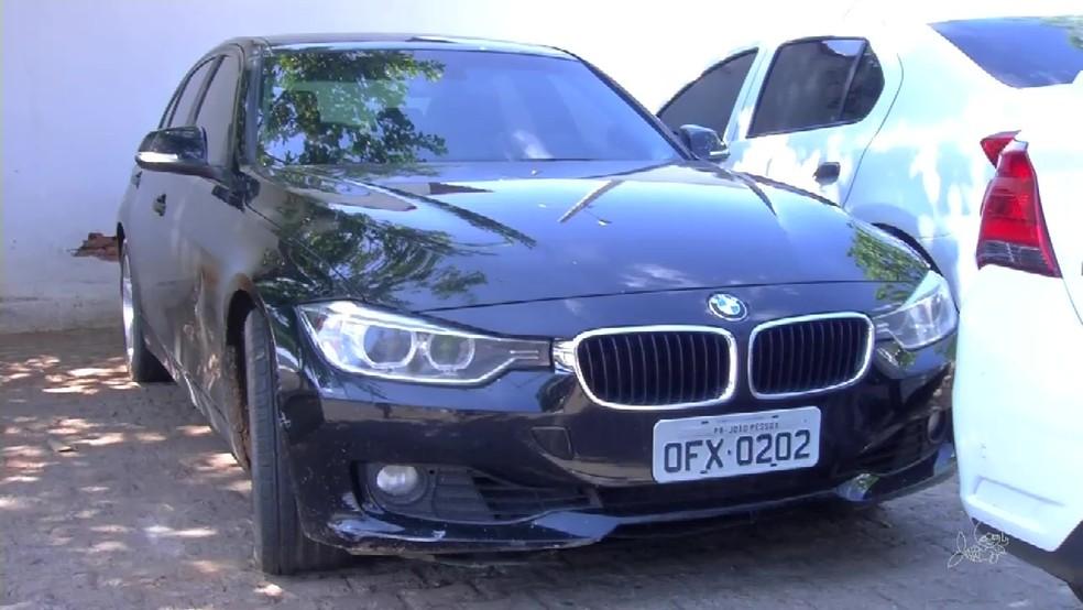 Homem foi preso com o veículo utilizado no crime, uma BMW, conforme a polícia (Foto: TV Verdes Mares Cariri/Reprodução)