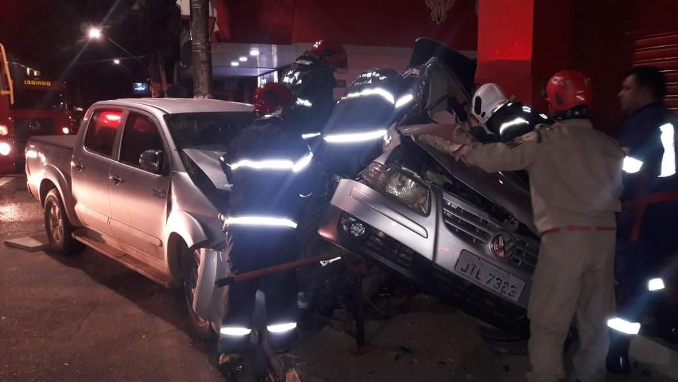 Carros envolvidos no acidente no cruzamento da avenida Rui Barbosa com travessa dos Mártires em Santarém (Foto: Reprodução/Redes Sociais)