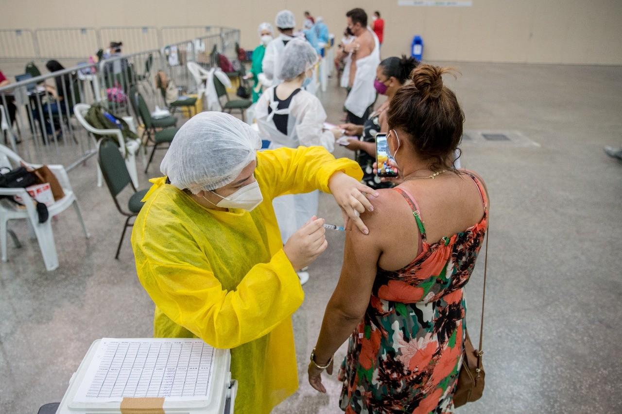 Fortaleza divulga listas de vacinação  contra Covid-19 até 20 de setembro