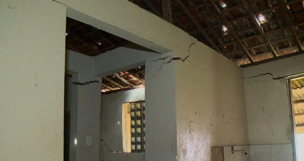 Centenas de moradores do Pinheiro, Mutange e Bebedouro já tiveram seus imóveis rachados e tiveram que se mudar — Foto: TV Gazeta/Reprodução