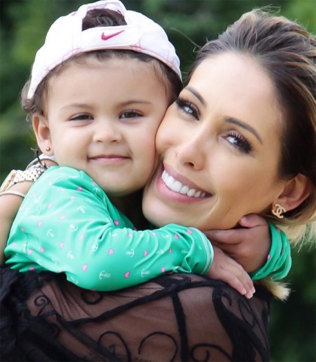 Bella Falconi e a filha, Victória (Foto: Reprodução/Instagram)