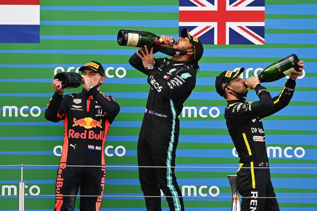 Verstappen, Hamilton e Ricciardo no pódio de Nürburgring — Foto: Getty Images