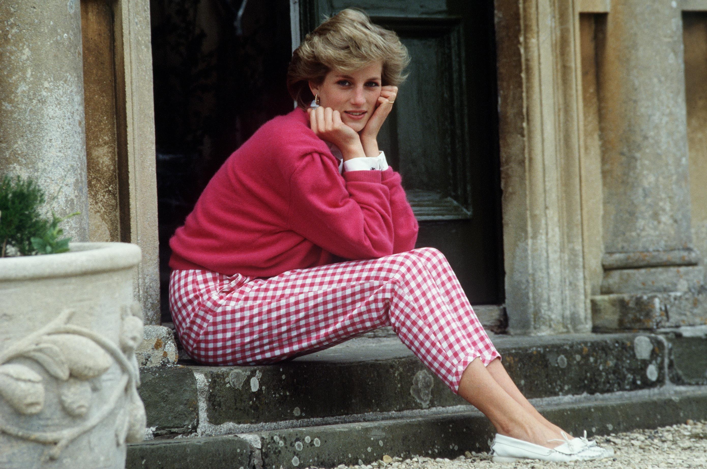 Vestidos usados por Diana nos anos 80 e 90 são leiloados pelo triplo do valor (Foto: Getty Images)