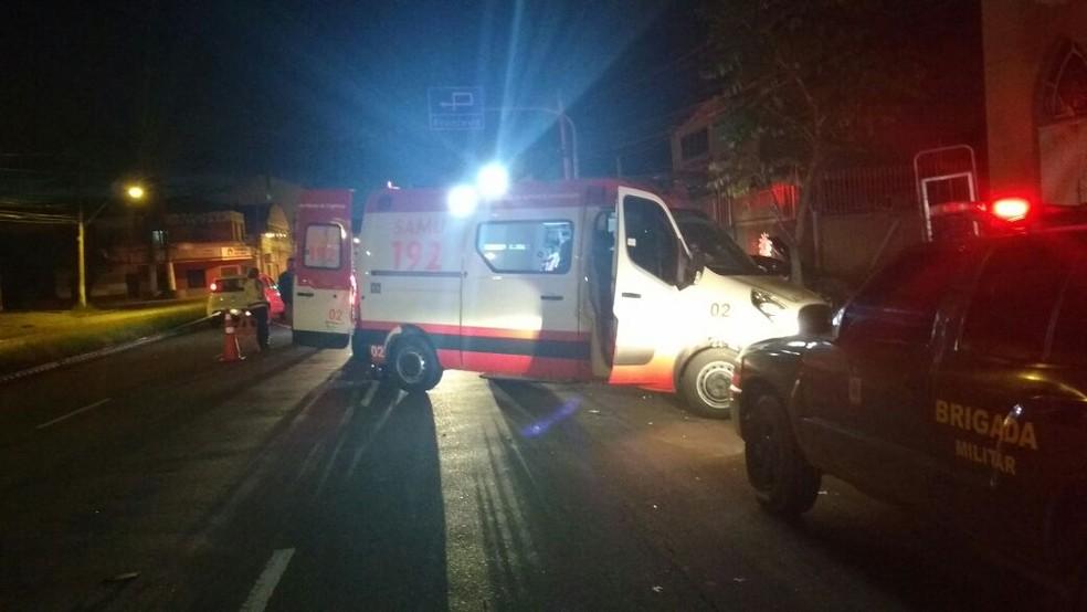 De acordo com a polícia teria acontecido um desentendimento dentro de uma casa noturna (Foto: Paulo Ledur/RBS TV)