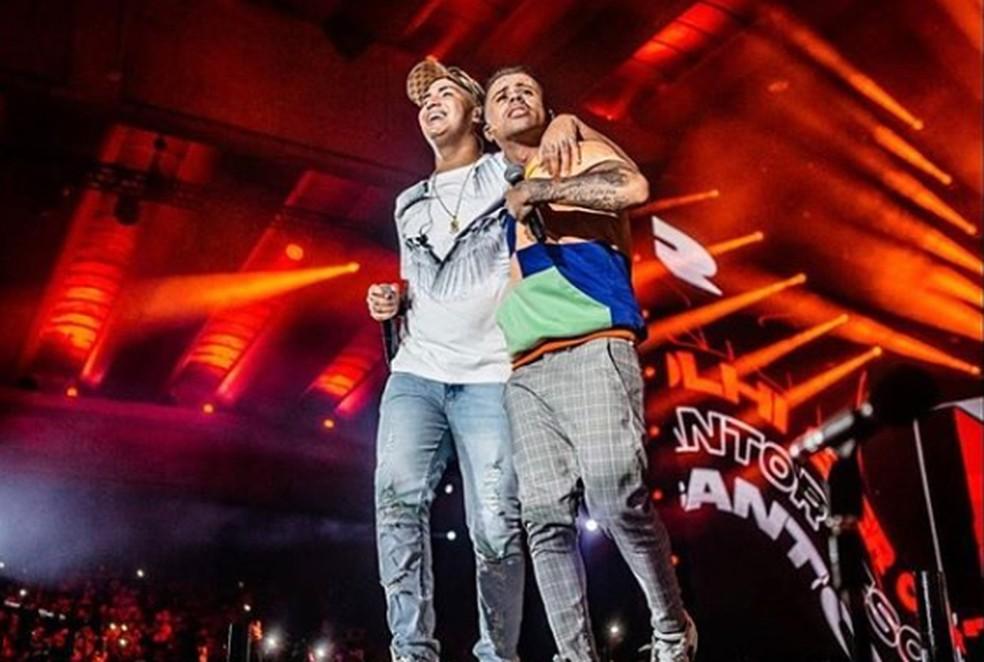 Lele JP e Neguinho do Kaxeta em gravação de DVD — Foto: Reprodução / Instagram / Lele JP
