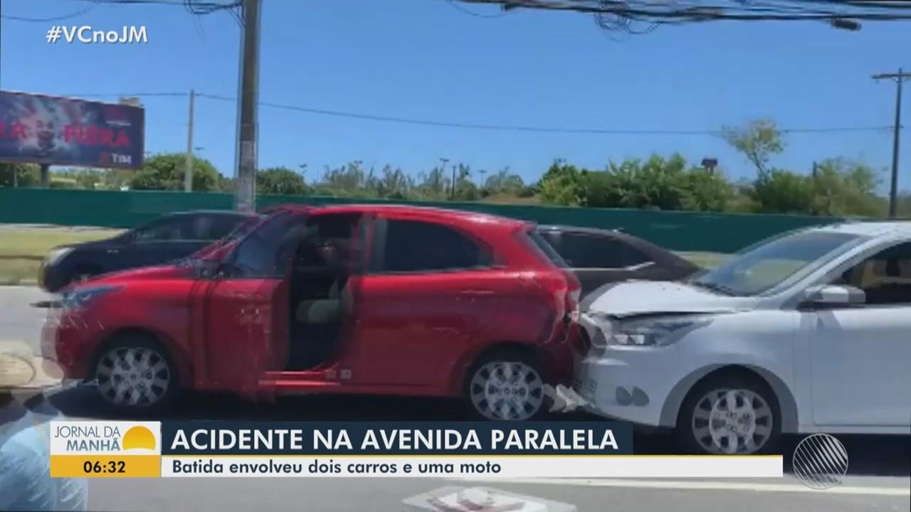 Acidente entre dois carros e uma moto deixa dois feridos em Salvador