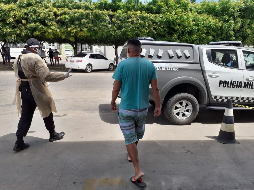 Paciente com coronavírus foi detido por descumprir quarentena e ir a fila de banco no interior do RN — Foto: PM/Divulgação