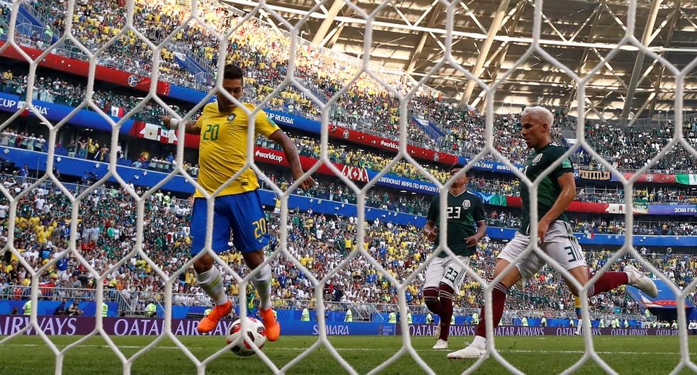 O gol de Firmino na Copa do Mundo, contra o México, nas oitavas (Foto: REUTERS/Michael Dalder)