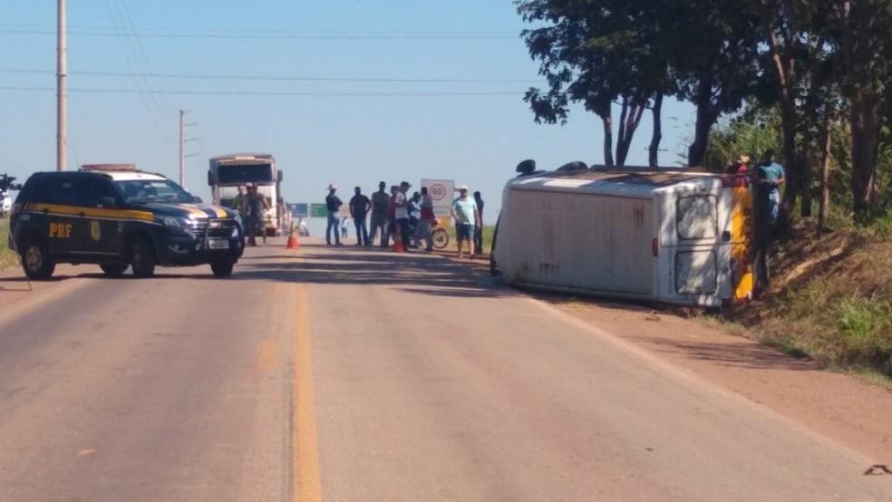 Apenas o motorista estava na van no momento do acidente — Foto: Elka Candelária/TVCA