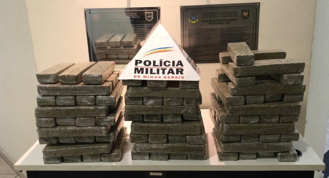 Dois homens são presos com cerca de 80 kg de maconha em rodoviária de Governador Valadares
