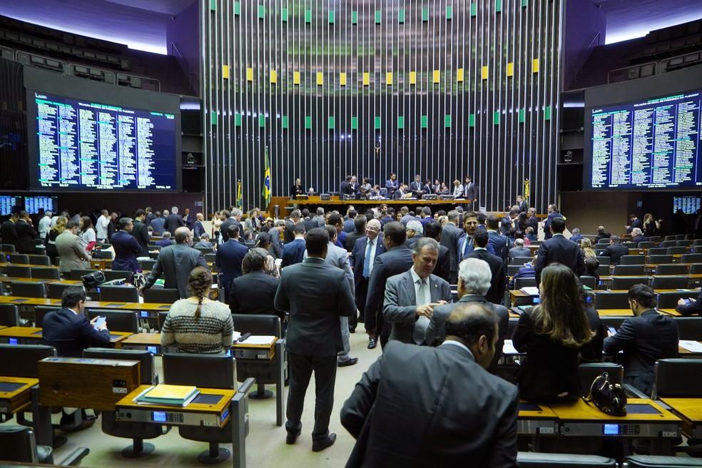Deputados reunidos em plenário nesta quarta-feira (10) durante sessão para votação da reforma da Previdência — Foto: Pablo Valadares/Câmara dos Deputados