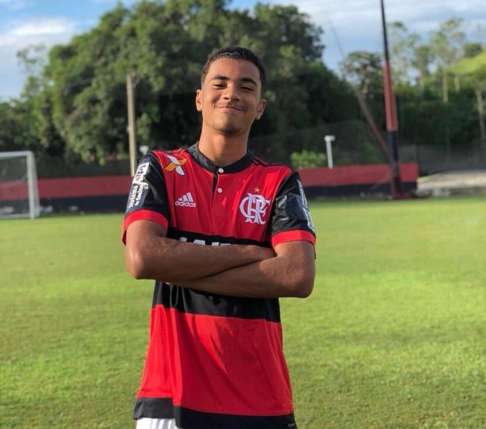 Arthur Vinicius tinha 14 anos e faria aniversário no dia seguinte ao incêndio — Foto: Reprodução/Rede Social