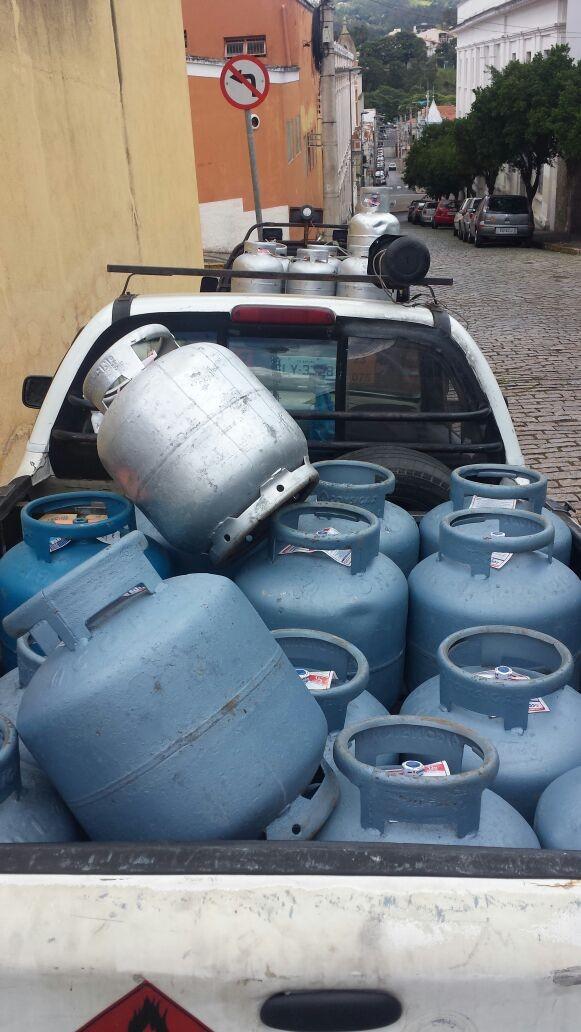 Justiça determina soltura de vereador e mais 6 suspeitos de venda clandestina de botijões de gás em Amparo
