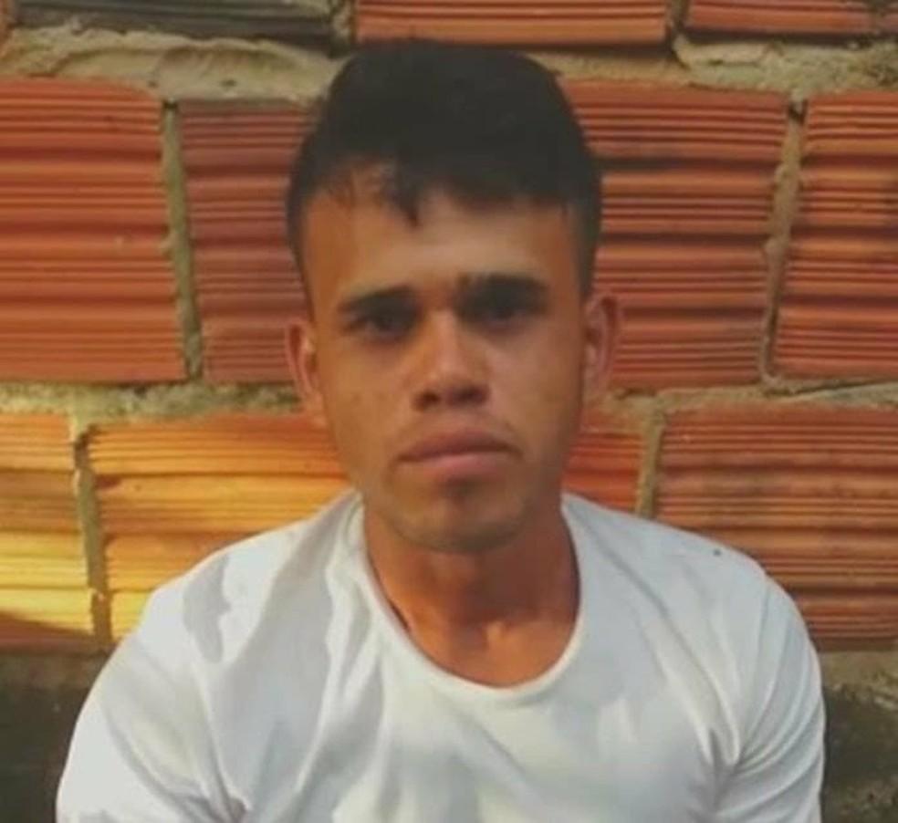 Corpo de Gustavo da Conceição Nascimento, de 23 anos, foi achado em decomposição no Ramal Bom Jesus, em Rio Branco  (Foto: Arquivo pessoal)