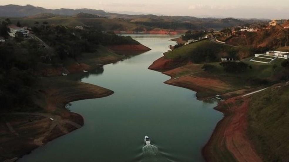 Com baixos níveis dos reservatórios das hidrelétricas, há o receio de que isso afete a geração de energia — Foto: Reuters
