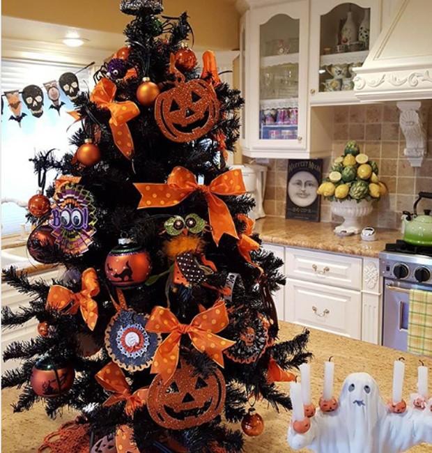 O laranja é muito presente na decoração do Halloween e dá vida aos enfeites (Foto: Parley For The Oceans e MOCA/ Reprodução)
