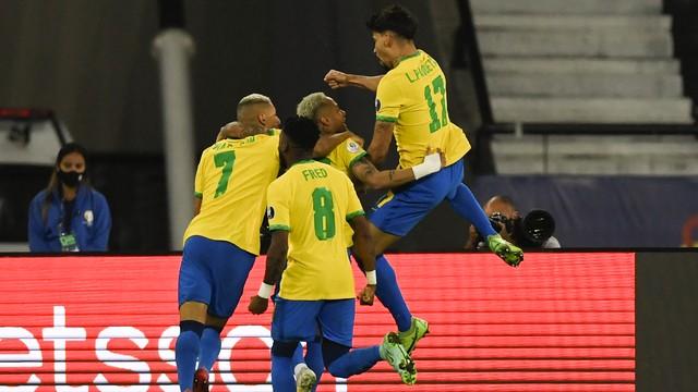 Seleção comemora gol de Lucas Paquetá