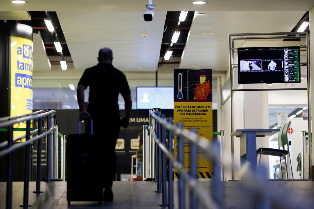 14 de maio - Câmera térmica usada para detectar altas temperaturas do corpo é vista no Aeroporto Internacional Presidente Juscelino Kubitschek, em meio à pandemia de coronavírus (COVID-19), em Brasília — Foto: Adriano Machado/Reuters