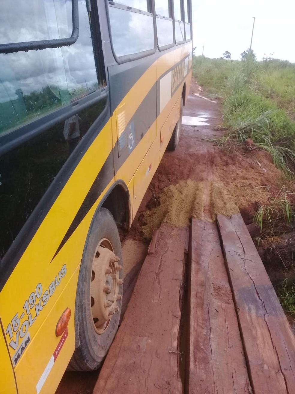 Ponte está em estado precário  — Foto: Thaísa Santana/ Olhar Alerta