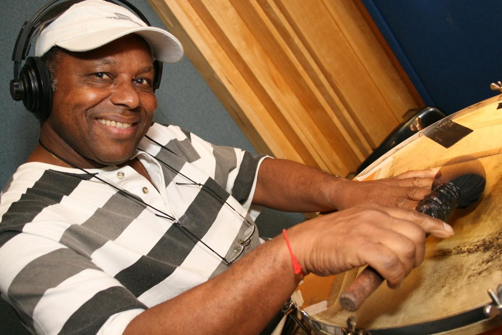 Gordinho do Surdo, um ritmista que marcou época no toque do samba