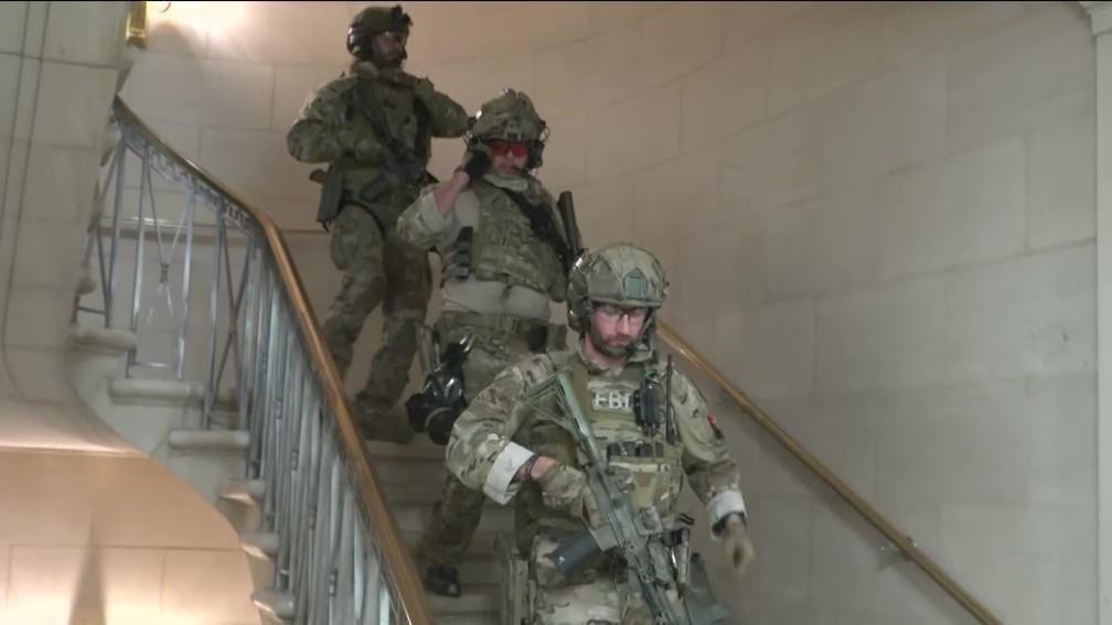 Guarda Nacional dos EUA chega ao Capitólio após invasão de apoiadores de Donald Trump — Foto: Reprodução/GloboNews