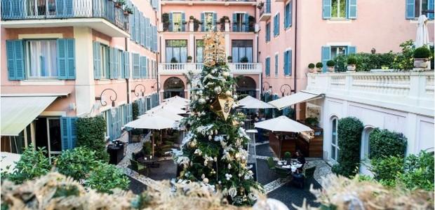 A arquitetura do hotel tem uma pegada mediterrânea, enquanto a decoração natalina foi inspirada no barroco  (Foto: Divulgação)